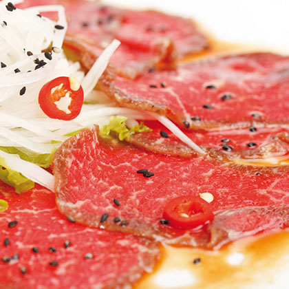 Beef carpaccio with arugula, grapefruit and basil