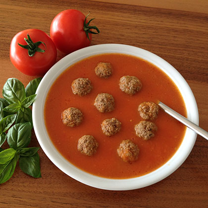 Tomato soup with small meatballs