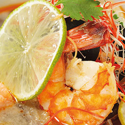 Tom yam kung (Thai prawn soup)